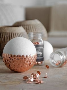 DIY & Dekokugeln aus Heftzwecken The post DIY appeared first on Dekoration. Cheap Christmas, Christmas Crafts, Christmas Decorations, Tree Decorations, Diy Decorations Easy, Christmas Tables, Christmas Tree, Modern Christmas, Scandinavian Christmas