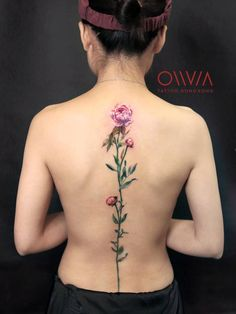 Spine Tattoos and Designs: Pink peonies on the spine. Tattoo Buch, Tattoo Femeninos, Tattoo Quotes, Tattoo Fonts, Flower Spine Tattoos, Flower Tattoo Back, Back Tattoo, Tattoo Down Spine, Bild Tattoos