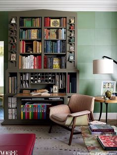 Collector, Emmanuel de Bayser's library offers a private oasis which blends Scandinavian style with a mixture of modern pieces.
