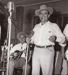 Bob Wills and Tiny Moore [Courtesy of The Neon Hillbilly] Classic Country Artists, Country Music Artists, Country Music Stars, Country Singers, Rock And Roll, Texas Music, Guitar Magazine, Steampunk, Bluegrass Music