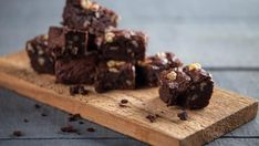 Paleo Tahini-Fudge Brownies — Deeply rich Paleo chocolate brownies topped with a savory, tahini drizzle. Fudge Brownies, Brownies Caramel, Cheesecake Brownie, Brownie Recipes, Paleo Brownies, Bean Brownies, Paleo Recipes, Sweet Recipes, Chocolate Slice
