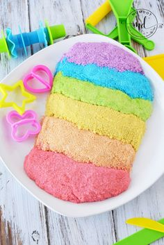 Kinetic Sand Recipe, learn How to make Kinetic Sand, a copycat DIY kinetic sand recipe at home with cornstarch, soap and other household ingredients, moon sand Diy Crafts For Girls, Crafts To Sell, Diy For Kids, Fun Crafts, Diy And Crafts, Beach Sand Crafts, Make Kinetic Sand, Sands Recipe, Recipes