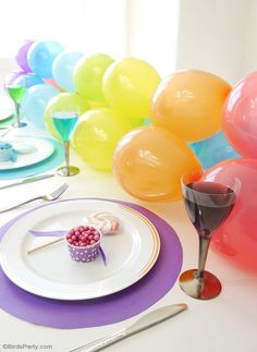 Rainbow Tablescape & DIY Balloon Garland - simple & fun ideas for styling a creative rainbow table with colorful balloon party decor as a table runner! Rainbow Birthday, Unicorn Birthday, Unicorn Party, 2nd Birthday, Party Centerpieces, Diy Party Decorations, Balloon Garland, Balloon Party, Balloon Ideas