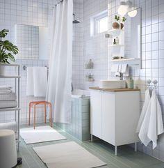 LILLÅNGEN/VISKAN/GUTVIKEN badkamermeubel | IKEA IKEAnl IKEAnederland inspiratie wooninspiratie interieur wooninterieur badkamer douche wit tegels wastafel spiegel meubel meubelen bad