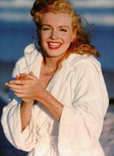 Marilyn Monroe photographed by Andre De Dienes