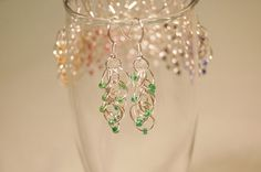 If you love pieces of chainmaille with beads, these Rhumba Earrings are something you have to make. The little beads accentuate how delicate and feminine this chainmaille pattern is. What a beautiful addition to an evening dress! Quick Diy Earrings, How To Make Earrings, How To Make Beads, Earrings Handmade, Diy Jewelry Projects, Jewelry Making Tutorials, Jewelry Crafts, Free Tutorials, Jewellery Making