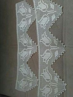 This Pin was discovered by Ner Crochet Lace Edging, Crochet Borders, Filet Crochet, Hairstyle Trends, Needlework, Diy And Crafts, Symbols, Letters, Bridal