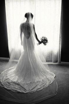 Simple perfection #eddykbride Ivanna wearing #eddyk MD175 in ivory