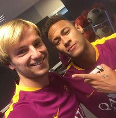 12.01.2016 Neymar & Ivan Rakitic #respost #instagram @ivanrakitic ••• Seguir trabajando con los ganadores..️ Muchas gracias hermano @neymarjr por tu voto.. Idemo dalje, sa pobjednicima..️ Hvala puno...