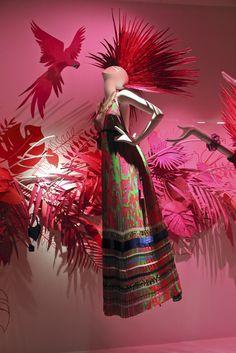 Birds of Paradise Holt Renfrew Toronto Window Display Visual Merchandiser, styling and still life designs Fashion Window Display, Window Display Design, Store Window Displays, Visual Merchandising Displays, Visual Display, Vitrine Design, Retail Design, Store Design, Creations