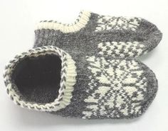 Uppsala Slippers by Ram Wools Yarn Co-op on Ravelry. Free knitting pattern for slippers with a fair isle motif. Knitted Slippers, Knit Mittens, Crochet Slippers, Knit Or Crochet, Knitting Socks, Knit Socks, Knit Slippers Free Pattern, Slipper Socks, Knitting Needles