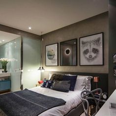 As a way to earn a bedroom feel inviting and relaxing, you need to concentrate on several facets. This bedroom employs a refreshing mixture of whites . Closet Bedroom, Dream Bedroom, Home Bedroom, Modern Bedroom, Master Bedroom, Bedrooms, Modern Home Interior Design, Apartment Bedroom Decor, Suites