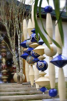 Paula Unger by Andre Senna on - Garden ceramic - # . Paula Unger by Andre Senna on – Garden ceramic – # Pottery Designs, Pottery Art, Porcelain Ceramics, Ceramic Art, China Porcelain, Le Totem, Atelier D Art, Garden Totems, Outdoor Art