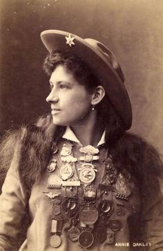 Canvas Print (other products available) - US rodeo star Annie Oakley - the highly skilled trick shooter with the Buffalo Bill Wild West Show. (Photo by Hulton Archive/Getty Images) - Image supplied by Fine Art Storehouse - Canvas Print made in Australia Vintage Cowgirl, Cowboy And Cowgirl, Cowboy Art, Old Photos, Vintage Photos, Iconic Photos, Vintage Photographs, Antique Photos, Wild West Show