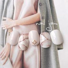 ネイル(No.1980382) オフィス  パーティー  春  グレージュ  スモーキー  冬  マーブル  ジェルネイル  ホワイト  ハンド  チップ  ショート   かわいいネイルのデザインを探すならネイルブック!流行のデザインが丸わかり!