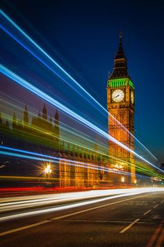 Big Ben Light Trails - Light trails from the traffic over Westminster Bridge frames Big Ben tower perfectly at dusk. Big Ben, Steven Johnson, Westminster Bridge, Time Of Our Lives, Love Time, Light Trails, Story Of My Life, Great Photos, Dusk