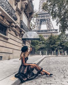 This is the most famous street in the city of Paris. Its tree-lined sidewalks sweep from the Place de la Concorde to the Arc de Triomphe. Paris Pictures, Travel Pictures, Travel Photos, Travel Pose, Paris Photos, Paris Photography, Photography Poses, Travel Photography, Fashion Photography