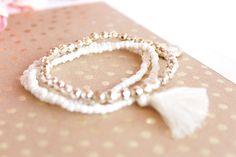 Free stock photos gratuites - féminines, girly gold notebook bracelet bijou ! Des photos gratuites pour Wordpress, Blogger et Instagram Free Blog, Girly, Feminine Style, Free Photos, Creations, Stock Photos, Jewels, Bracelet, Instagram