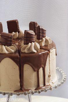 Fondant Decorations, Drip Cakes, Cake Designs, Tiramisu, Recipies, Pudding, Treats, Dishes, Baking