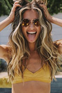 Cute And Easy Beach Hairstyles For The Summer - can find Beach hair and more on our website.Cute And Easy Beach Hairstyles For The Summer - Easy Beach Hairstyles, Summer Hairstyles, Cool Hairstyles, Ponytail Hairstyles, Hairstyles Videos, Hair Ponytail, Everyday Hairstyles, Updo, Wedding Hairstyles