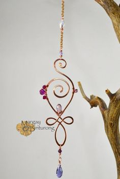 Love mini Suncatcher, Unalome wire art Swarovski Crystal spiral flourish swirl Buddhist inspired window car rear view mirror hanging gift Love mini Suncatcher Unalome wire art Swarovski Crystal image 3 Related posts:A fantastic example. Copper Wire Art, Copper Frame, Copper Wire Crafts, Unalome, Bamboo Tattoo, Bijoux Diy, Beads And Wire, Suncatchers, Mobiles