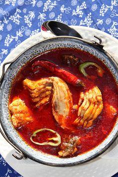 SZEGEDI HALÁSZLÉ Fish Recipes, Seafood Recipes, Soup Recipes, Cooking Recipes, Breakfast Casserole With Biscuits, Sausage Breakfast, Croatian Recipes, Hungarian Recipes, Hungary Food