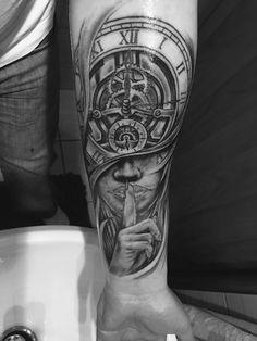 Clock Tattoos, Clock Tattoo Design, Body Art Tattoos, Hand Tattoos, Sleeve Tattoos, Tattoo Designs, Hourglass Tattoo, Tattoos For Guys, Tatting
