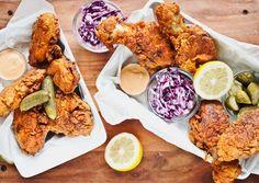 Co spojuje křupavé smažené kuře, salát Coleslaw a nekynuté lívance, tedy typické dobroty amerického Jihu? Odpověď je jasná: skvělá chuť a podmáslí! Zkřehčí totiž maso, ochutí salát i zvláční lívance!
