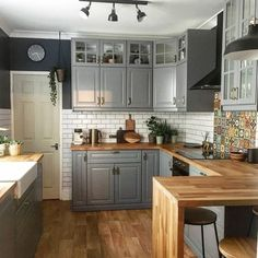 Starting the day with another kitchen photo. I need to start falling back in love with the rest of my home so I can get pics other than the… Open Plan Kitchen Dining, Home Decor Kitchen, Kitchen Remodel Small, Kitchen Remodel, Home Kitchens, Kitchen Design, Open Plan Kitchen Living Room, Kitchen Interior, Cosy Kitchen