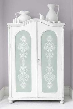Stenciling on painted furniture with Royal Design Studio furniture stencils adds a custom, creative touch to your DIY paint furniture projects for the home. Hand Painted Furniture, Paint Furniture, Repurposed Furniture, Shabby Chic Furniture, Furniture Projects, Furniture Makeover, Floral Furniture, Furniture Stores, Hutch Makeover