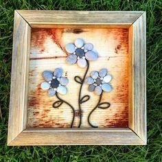 Blomster små, gule blå #handcrafted #handywoman #handmade #hjemkjærehjem #hjemmehosmeg #stone #stones #steinart #homemade #homedecor #homesweethome #namsos #norway #norge #norwegianmade #tovekristinshage #drivved #driftwood #driftwoodart #drivvedfolket #driftwoodartist