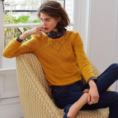 Pull maille ajourée jaune. Tendance