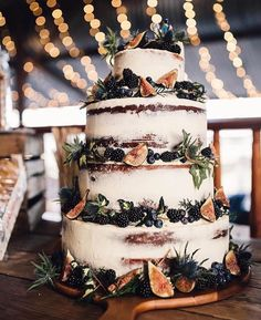 Semi Naked cake trend has really seen a great deal of popularity this year. For couple it makes a clear statement about their style, perfectly accompanying a boho wedding. Semi Naked Wedding Cake with Fig Decor Boho Wedding, Fall Wedding, Rustic Wedding, Wedding Flowers, Dream Wedding, Wedding Season, Wedding Bells, Autumn Weddings, Wedding Colours