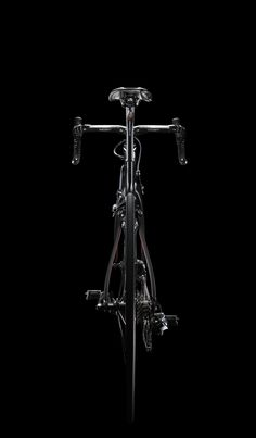 Dogma the new top bike from Pinarello.Dealing again with BOB (Black subject On Black background) it has been great for streching my lighting reaserch a little bit further. Bicycle Drawing, Bicycle Painting, Bicycle Art, Bmx, Mtb Bike, Best Road Bike, Road Bikes, Cycling Art, Cycling Bikes