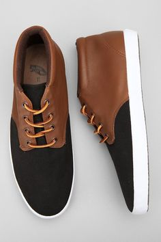 Del Norte Chukka Sneaker - Vans. Smart and casual