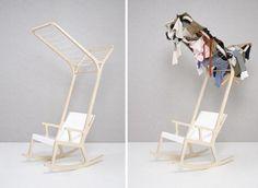 Anche questa è arte. Il designer coreano Seung-Yong Song ha creato una sorprendente collezione di complementi d'arredo multi funzionali, partendo dagli oggetti più semplici: stendini, librerie e lumi applicati a sedie e sgabelli. La sfida è sedersi a leggere un libro mentre i pa
