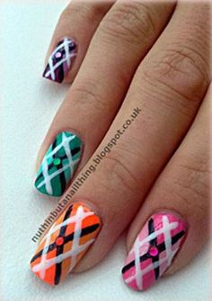 Tutorial: Argyle Print Nails - Want to do it yourself? Click on the image for the tutorial! http://www.epicee.com