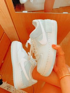 Nike Casual Shoes, Nike Air Shoes, Trendy Shoes, Best Sneakers, Sneakers Fashion, Fashion Shoes, Sneakers Nike, Teen Girl Shoes, Jordan Shoes Girls