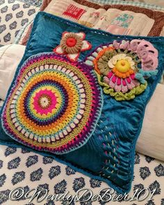 Ideas for embroidery denim ideas fabrics Hand Embroidery Designs, Embroidery Patterns, Crochet Patterns, Form Crochet, Unique Crochet, Crochet Projects, Sewing Projects, Crochet Decoration, Denim Ideas