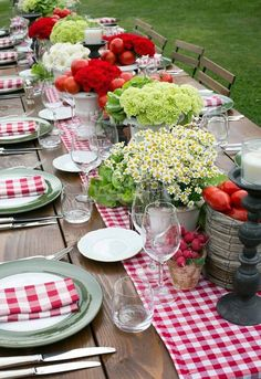 50 beautiful summer outdoor decor ideas - Decoration For Home Outdoor Table Settings, Outdoor Dining, Outdoor Tables, Outdoor Table Decor, Party Outdoor, Outdoor Decorations, Outdoor Fun, Outdoor Lighting, Country Table Settings