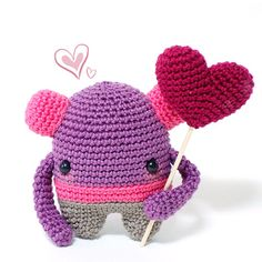 Ya puedes reservar el tuyo en http://www.darisbleu.com/tienda/monsters-in-love-bernie/