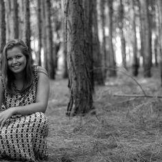 #danielamonteiro #campingriovermelho #naturezalinda #conservacao #arvores #pinha #modelolinda #elizandrareisfotografia
