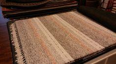 Kotimainen puuvilla/lp-lankamatto koko 160x230cm, useita eri värejä ja kokoja.