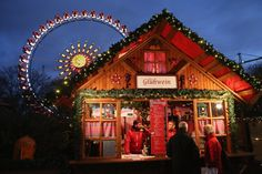 Pin for Later: Frohe Weihnachten! So feiern die Menschen rund um den Globus. Berlin