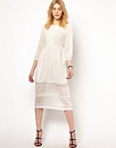 Part of me loves this bohemian dress - Vila Embroidered Midi Dress - Pack Small Love Fashion, Spring Fashion, Autumn Fashion, Fashion Ideas, White Embroidered Dress, Trumpet Skirt, Dress Me Up, Retro, White Lace
