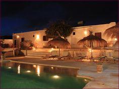 """A MIDOUN-DJERBA dans l'ÎLE DE DJERBA en TUNISIE, Découvrez Une Maison d'Hôtes de Charme """" MENZELCAJA """" elle vous accueille dans un cadre qui allie dépaysement et confort à 250 mètres de la plage et 6 kms de la ville de Midoun. Consultez http://www.trouverunechambredhote.com/fiche.php?aid=737"""