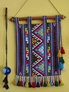 hesap isi kilim deseni - tolunayyildizhan - Blogcu.com Tablet Weaving, Loom Weaving, Textiles, Bead Loom Patterns, Crochet Patterns, Ramadan Crafts, Felt Baby, Tapestry Crochet, Weaving Techniques