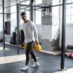 Men's Activewear, Fashion Menswear, Mens Fashion, Moda Academia, Expensive Clothes, Gym Gear, Gym Style, Gym Shorts, Modern Man