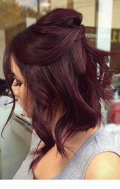 10 Seriously Easy Hairstyles For Short Hair Hair Color dark red hair color Pelo Color Vino, Pelo Color Borgoña, Color Red, Ombre Hair Color, Hair Color Balayage, Mahagony Hair Color, Dark Red Haircolor, Subtle Balayage, Color Streaks