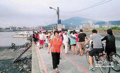 掉漆?  淡水著名景點「淡水渡船頭」,今年暑假下降10萬人次,交通局坦言,誘因不足、亮點不夠,人氣逐年下滑。(謝幸恩攝)